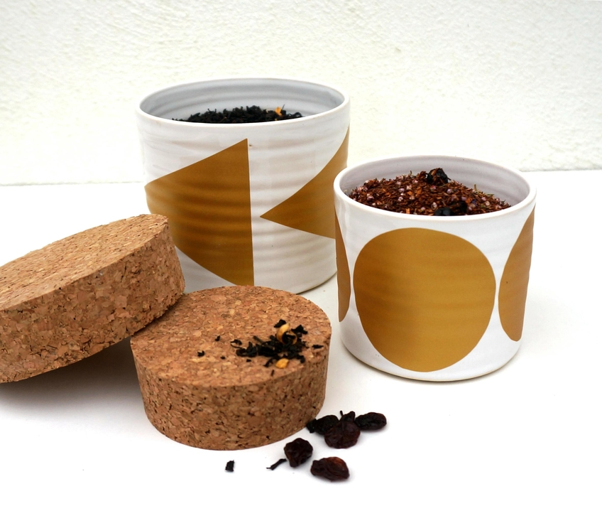Te jars can be ordered in different colours, Fills 125 grams of tealeafs.